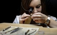 Swiss watchmakers call time on 2 years of crisis