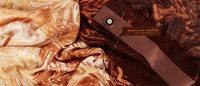 チョコが香るスカーフをハーバード大学教授が開発 BCBGとアイスバー「マグナム」がコラボ