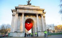 Anya Hindmarch unveils Chubby Hearts campaign across London