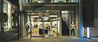 Versace rouvre une boutique en propre au Japon avec Versus