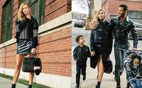 Karlie Kloss e Gigi Hadid mães de família na nova campanha Versace