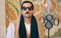 Umit Benan monte de niveau à Barcelone avec une leçon de menswear