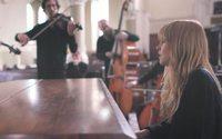 Бренд Burberry отмечает семнадцатилетие своих саундтреков