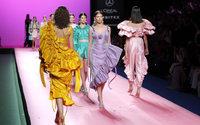 Las Supernenas de María Escoté y los vestidos-joya de Teresa Helbig en la jornada del domingo de la MBFWM