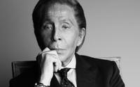 """Valentino Garavani premiato come """"Man of Fashion and Peace"""" dal Parlamento Europeo"""