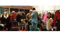 """SIMOF promete """"luz, color y espectáculo"""" a través de 1.200 trajes de flamenca"""