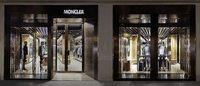Moncler ha aperto a Parigi la sua prima boutique per uomo