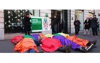 Rana Plaza: opération militante devant un Benetton à Paris
