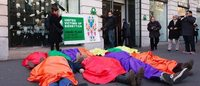 Benetton dona, assume e licenzia