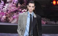 Versace fusiona sus desfiles masculinos y femeninos