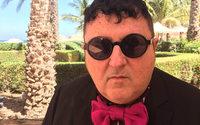 Alber Elbaz fala em Omã sobre a confusão na indústria da moda