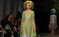 La moda del diseñador chileno Octavio Pizarro evoluciona hacia el color