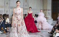 Giambattista Valli : ovation pour une collection hyper romantique