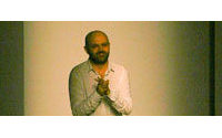 Modedesigner Hussein Chalayan erhält Lucky Strike Designer Award
