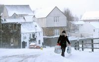 UK retail sales suffer worst quarter in a year after March snow