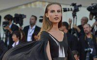 Filmfestspiele Venedig: Nicole Macchi trägt Kleid von HTW-Designerin