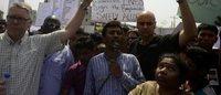 """Bangladesh: un an après le Rana Plaza, la colère des victimes """"abandonnées"""" par les distributeurs"""