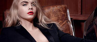 Cara Delevingne posa nuda per i rossetti Yves Saint Laurent