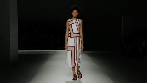e45747ccdd Boss- Collection Femme & Homme Printemps/Eté 2019 à New York - Vidéos  (#20238)