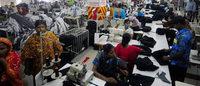 ONG denuncia abusos em fábricas subcontratadas por grandes marcas no Camboja