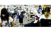Camboja: salários têxteis passam de 114 para 150 dólares