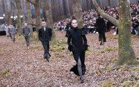 """La forêt du défilé Chanel, une """"hérésie"""" pour des écologistes"""