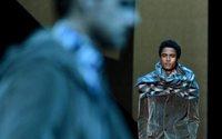 Las bufandas con mangas de Armani ponen el broche de oro a la Moda de Milán