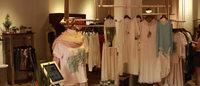 新世界百货与网络服饰零售品牌茵曼合作,打通线上线下平台