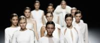 Desfiles de Madri: Juanjo Oliva, 'pure white' ao melhor estilo anos 70