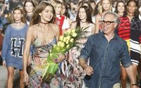 Tommy e Gigi Hadid levam a passerelle Hilfiger à Venice Beach