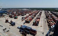 Chinese imports to U.S. ports start peaking early amid tariff threat