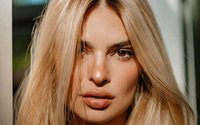 Emily Ratajkowski goes blonde for Kérastase