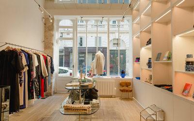 Dr Martens installe son second magasin parisien - Actualité ... 2bf883628e71