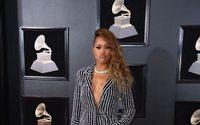 Grammy Awards: passadeira vermelha dominada por fatos femininos