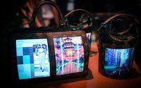 Louis Vuitton : les écrans flexibles pour smartphone s'invitent sur des sacs à main