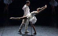 Игорь Чапурин создал костюмы для новой постановки балета «Лебединое озеро»