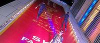 銀座のビル壁面がランウェイに グッチ衣装協力「上空ファッションショー」開催