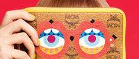 Bolsas da MCM ganham ilustração de óculos divertidos
