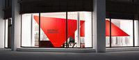 イッセイミヤケ、吉岡徳仁デザインの路面店を丸の内に出店