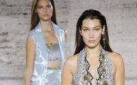 Auch Salvatore Ferragamo entscheidet sich für eine gemischte Modenschau