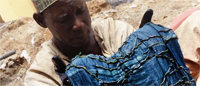 """Les """"puits d'indigo"""" du nord du Nigeria, un savoir-faire ancestral en mal de touristes"""