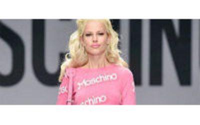 d13b5532a9c36 MFW  da Moschino sfila Barbie