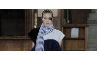 A moda no meio dos livros em Paris nos 25 anos de carreira de Luís Buchinho