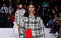 Balenciaga на Неделе моды в Париже: ВПП ООН посвящается
