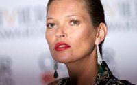 Kate Moss prend la pose pour Alberta Ferretti