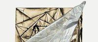 三宅一生の革命的な衣服構造を紐解くビジュアル本発売撮影は荒木経惟