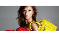 Kate Moss posa nua para Versace