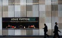 Gucci, Louis Vuitton и другие бренды снизили свои цены в Китае