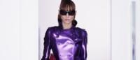 Modelo faz clipe ironizando mundo fashion