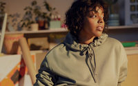 La poetessa Yrsa Daley-Ward firma una collezione di loungewear per H&M